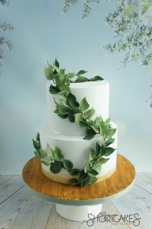 Leaf trail wedding cake