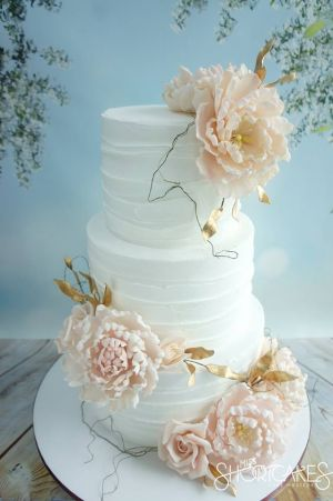 Rustic royal icing finish with pink peonies